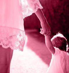 """Pequena sinopse do conto """"A origem"""" Não nos podemos esquecer da pequena Matilde, a menina «chata» que só queria aprender, adorava escrever e desenhar.  Todos temos a nossa origem e ela sabe qual é a sua... http://reminiscenciasdotempo.blogspot.pt/p/a-origem.html"""