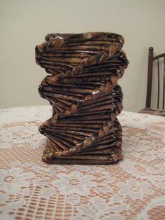 váza z papírových ruliček