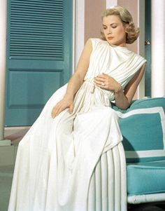 Actress Grace Kelly poses for a portrait circa 1950 in the United States of America. (Photo by via Getty Images) 1950 us Grace Kelly in the 'Goddess Dress' from the 1956 film 'High Society' Moda Grace Kelly, Grace Kelly Style, Princess Grace Kelly, Grace Kelly Fashion, High Society, Helen Rose, Glamour Hollywoodien, Old Hollywood Glamour, Classic Hollywood