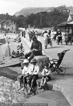 Sidmouth, Boys At The Seaside 1918 #seaside #holidays #Summer #nostalgia