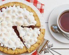 Tarte à la compotée de fraises meringuée : http://www.fourchette-et-bikini.fr/recettes/recettes-minceur/tarte-a-la-compotee-de-fraises-meringuee.html