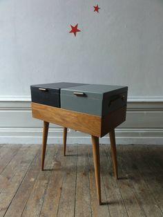 Vintage wooden desk with grey shades // un meuble vintage pour la couture…