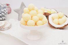 Leckere Kokoskugeln aus Milchmädchen für Weihnachten - Weihnachtsplätzchen - Missfancy Foodblog Cereal, Favors, Sweets, Breakfast, Desserts, Recipes, Cakepops, Deserts, Candy