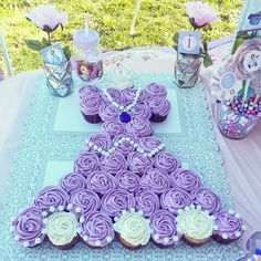 We love this Sofia the First cake idea. Much easier than creating a layer cake! Simply decorate cupcake individually then position them as you need to, adding a few extras like pearls and Sofia's pendant at the end.