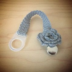 Crocheted pacifier clip | virkattu tuttinauha