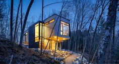 Christopher Simmonds Architect designed the Val-des-Monts cottage, cantilevered timber-clad family retreat in Canada. Lakeside View, Lakeside Cottage, Cabins In The Woods, House In The Woods, Contemporary Architecture, Architecture Design, Canadian House, Canadian Forest, Level Homes