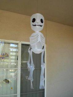Esqueleto de plástico colgante como adorno para Halloween