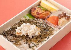 期間・数量限定の「郷土のうまい!愛媛産鯛のうまいんよ弁当(530円)」! ふっくらと炊き上げた鯛めしは、一口ごとに宇和島産鯛の旨みをじんわり感じるやさしい味付けです(^^)  http://www.lawson.co.jp/recommend/static/osusume/