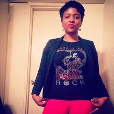 Black girls rock.  #ootd #style #fashion #halo #red #jewels #tee #blazer #happythursday