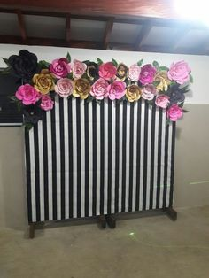 Black, white and floral backdrop Moms 50th Birthday, 30th Birthday Parties, Grad Parties, Birthday Party Decorations, Floral Backdrop, Paper Flower Backdrop, Giant Paper Flowers, Chanel Birthday Party, Flamingo Party