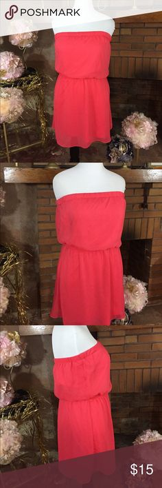 Express coral strapless dress sz L Express coral strapless dress sz L. 25in long with elastic waist. Fully lined in like new condition. Please check out all pictures for best description of the items. Ask me any questions and happy shopping. Express Dresses Mini