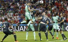 Video highlights Portogallo-Galles 2-0 (Euro 2016) All'inizio  della ripresa il Portogallo piazza un uno-due da  KO. Al 50' sugli s viluppi di un calcio d'angolo Cristiano Ronaldo  vola in cielo per  colpire di testa su ottimo cross di Guerreiro  ant #euro2016