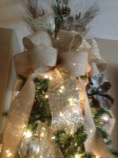 christmas tree toppers christmas-tree-with-burlap-ribbon-design Christmas Tree Bows, Christmas Tree Toppers, Country Christmas, Winter Christmas, Christmas Holidays, Christmas Crafts, Xmas Trees, Christmas Design, Christmas Ideas