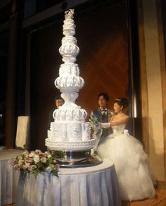 extravagant wedding cakes elegant giant wedding cake in white extravagant giant wedding cake