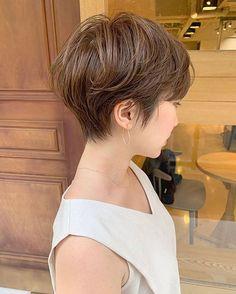 Pin on ヘアカタログ Pin on ヘアカタログ Haircut Styles For Women, Short Hair Styles, Short Bob Hairstyles, Cool Hairstyles, Hear Style, Haircut And Color, Bad Hair Day, Pixie Haircut, Hair Trends
