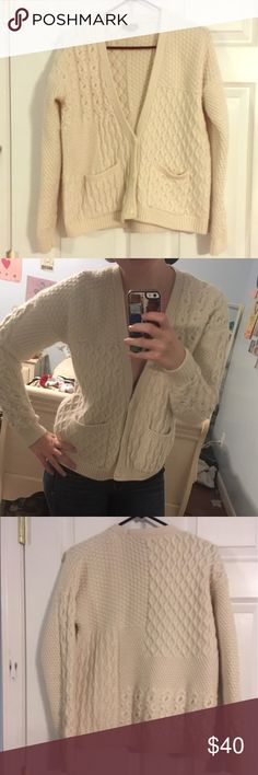 Topshop Angora Blend Sweater Beautiful, thick knit sweater- size 6 but can fit smaller sizes- perfect for the oversized sweater look- two front pockets- different patterns of knitting throughout Topshop Sweaters Cardigans