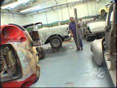 Conheça um verdadeiro restaurador de carros antigos, na lata.