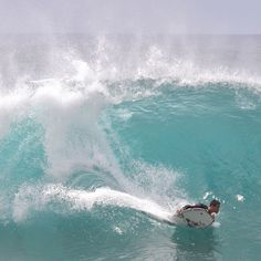 Wow, I was lucky! I was told you don't usually have big waves in April, but on my second day on Oahu, there they were ... 20 feet and more, all across the north shore. The beaches at Waimea Bay, Banzai Pipeline and Sunset Beach were all packed ... just wow!