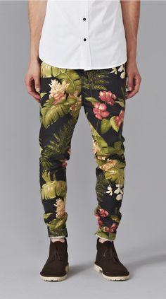 Zespy Pant Black Floral // Me puedo morir 3 veces! Para ahora que mi panta color cereza ya no llama la atención.