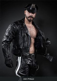 Fur, Tats, Leather and Scruff. Leather Fashion, Leather Men, Black Leather, Leather Jacket, Mens Fashion, Leather Boots, Hairy Men, Bearded Men, Good Looking Men