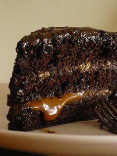 Ingredientes:   Bizcochuelo de chocolate  (28 cm de diámetro)   8 huevos  280 g azúcar  200 g harina  80 g cacao amargo  2 ctas polv...