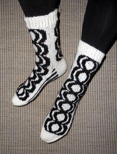 """""""Marimekko"""" Kaivo - sukat. 7-veljestä lanka ja puikot 3 1/2 Marimekko, Knitting Socks, Fashion, Knit Socks, Moda, Fashion Styles, Fashion Illustrations"""