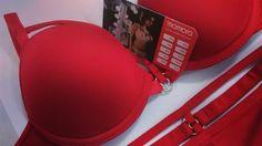 Space Odyssey Red by Marlies Dekkers, wired plunge push up bra. Discounts for Mambra's clients. / Usztywniany push up od Marlies Dekkers. Stałym klientkom Mambra gwarantujemy rabaty.