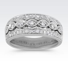 If you have a vintage style, this stunning diamond ring is for you.