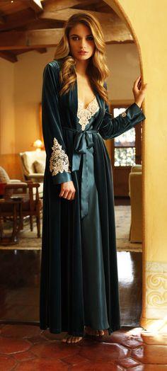Jonquil Emeline emerald robe #dressinggown #robe #velvet #lace