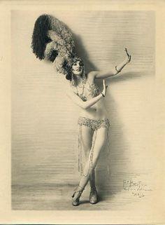 photos of vintage fan dancers | burlesque #vedette #plumas #artist #dance #vintage
