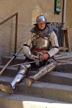 http://upload.wikimedia.org/wikipedia/commons/thumb/5/59/Medieval_armor.jpg/682px-Medieval_armor.jpg