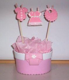 Mira Estos Llamativos Centros De Mesa Para Un Baby Shower Con Forma De  Tendedero Lleno De