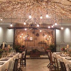 *I'm home* 披露宴会場もfamilyやhomeが感じられる空間に。 メインテーブルには三角屋根を。 頭上のライティングツリーもこだわって、 家族が増えていく様子を 枝がぐんぐん伸びるデコレーションに♡ decoration designer @itaya.tsg #TRUNKBYSHOTOGALLERY #結婚式 #結婚式場 #結婚式準備 #披露宴会場 #天井 #ウェディングブーケ #ウェディングドレス #ウェディングフォト #会場装飾 #会場装花 #メインテーブル #ゲストテーブル #高砂 #高砂ソファ #ナチュラルウェディング #プレ花嫁 #卒花嫁 #卒花 #アットホームウェディング #カフェ #ドライフラワー #照明 #花束 #スワッグ #2017秋婚 #ライティング #コンセプトウェディング #ペーパーアイテム #ハンドメイド