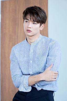 [Vyrl] SHINee : 민호, 캐주얼 브랜드 'ANDEW'와 만나다! #SHINee 활동부터 영화, 드라마까지 다채로운 매력으로 큰 사랑을 받고