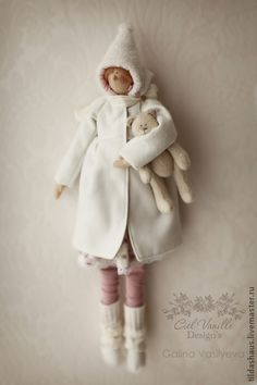 Клушенька.+Кукла+для+малышки.+Пальтишко+полностью+на+подкладе,+снимается.+Чулочки,+гетры,+угги,+шапочка,+шарфик-+все+для+игры+с+любимой+куклой.+На+заказ+в+любом+цветовом+решении.