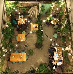Bar Patio, Outdoor Restaurant Design, Outdoor Patio Bar, Deco Restaurant, Outdoor Cafe, Backyard Cafe, Coffee Shop Design, Cafe Design, Restaurant En Plein Air