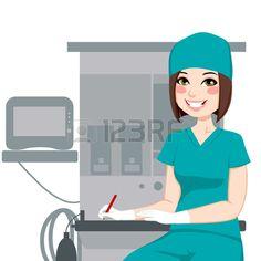 Enfermera de sexo femenino joven que trabaja escribir documentos delante de anestesista m quina de e Foto de archivo