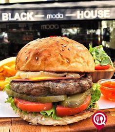 """Gurme Burger- Black House Moda / İstanbul ( Kadıköy - Moda )  Çalışma Saatleri 08:00-02:00  0 216 318 39 47  28 TL  Alkollü Mekan  Paket Servis Yok  Multinet Ticket Sodexo Yok  Açık Alan Var  Otopark Yok DAHA FAZLASI İÇİN YOUTUBE """"YEMEK NEREDE YENİR"""" ABONE OL"""