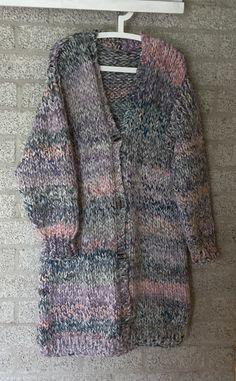 V43 - Vest Vest, Sweaters, Fashion, Moda, Fashion Styles, Sweater, Fashion Illustrations, Sweatshirts, Pullover Sweaters