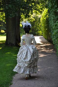 1770's robe à l'Anglaise à la Polonaise