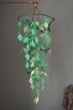 Gave kinderkamer mobiel gemaakt met bladeren in groen tinten en licht ...