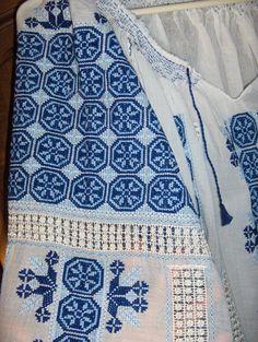 Folk Costume, Costumes, Palestinian Embroidery, American Quilt, Moldova, Cross Stitching, Romania, Embroidery Stitches, Ukraine