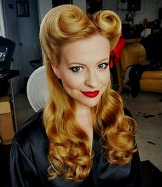 15 Classy pin up hairstyles. Hairstyles for long hair. Hairstyles for short hair. Elegant hairstyles for women. Ideas for pin up hairstyles. Cabelo Pin Up, Peinados Pin Up, Retro Hairstyles, Twist Hairstyles, Wedding Hairstyles, 1940s Hairstyles For Long Hair, Pelo Retro, Pin Up Curls, Rockabilly Hair