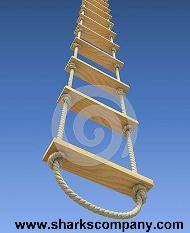 Escalera de soga y madera