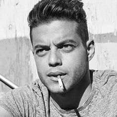 Rami reminds me of a young Brando here Rami Malek Freddie Mercury, Beautiful Men, Beautiful People, Gorgeous Guys, Pretty Men, Pretty People, Rami Malik, Rami Said Malek, I Need A Boyfriend