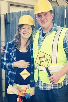 dc00c79cea7 construction worker maternity couple costume Pregnant Halloween Costumes