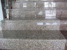 Modelul de granit galben roz Amarello Rosa este o un granit extras din regiunile Chinei. Este un granit cu granularitate mari si culoare galben-rozaliu. Acest tip de granit este foarte apreciat pentru placari exterioare de cladiri, blaturi, fantani arteziene sau alte aplicatii care necesita material rezistent. Fiind o piatra naturala granitul Amarello Rosa este recomandat datorita... Stairs Treads And Risers, Modern Stair Railing, Stair Railing Design, Modern Stairs, Granite Stairs, Granite Tile, Granite Countertops, Door Design, House Design