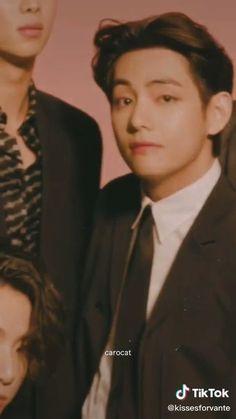 Foto Jungkook, Foto Bts, Bts Jimin, Kim Taehyung Funny, V Taehyung, Die Beatles, Bts Aegyo, Taehyung Photoshoot, V Video