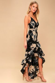 Watch your style blossom in the Darling Daylily Black Floral Print High-Low Maxi Dress! Moody floral print decorates this high-low maxi dress. Great Gatsby Outfits, Moda Floral, Floral Bustier, Floral Maxi, Casual Dresses For Women, Clothes For Women, Womens Party Dresses, High Low Dresses Casual, Floral High Low Dress