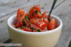 Tomatsalsa med løvstikke og persille